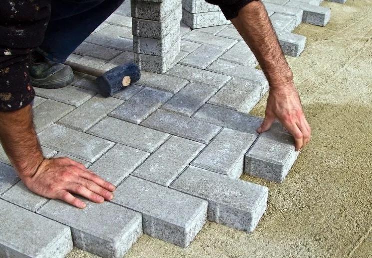 Тротуарная плитка: зачем нужна, преимущества стройматериала
